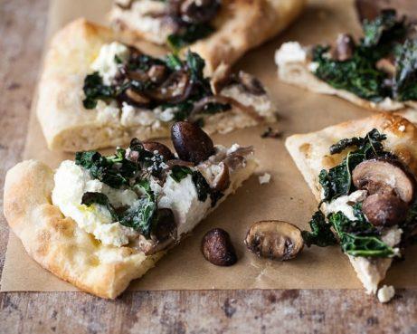 Pizza aux champignons et à la ricotta sans gluten