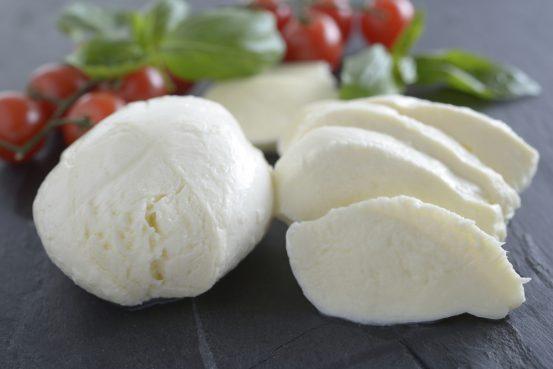 Quelle est la différence entre la burrata et la mozzarella ?