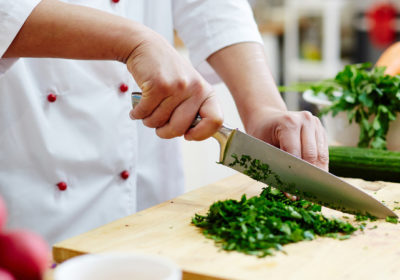 3 couteaux dont chaque cuisinier à domicile a besoin