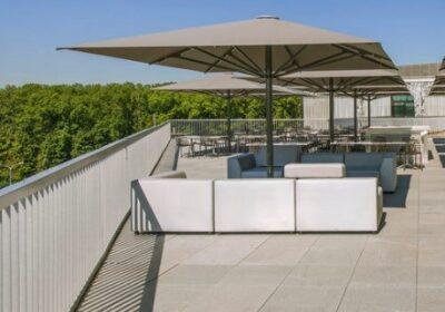 Les meilleurs parasols pour une terrasse de restaurant