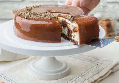 Comment réaliser un gâteau au chocolat fourré à la crème vanillée ?
